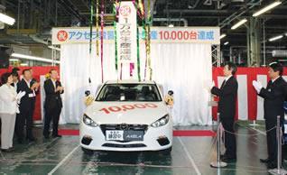 「アクセラ」教習車は、初代から3代目まで、ベースとなる「アクセラ」のモデルチェンジに合わせて、自動車教習所の指導要領に対応して開発。