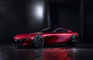 『RX-VISION』は、デザインテーマ「魂動(こどう)-Soul of Motion」にもとづき、マツダが考える最も美しいFRスポーツカーの造形に挑戦するとともに、次世代REの「SKYACTIV-R(スカイアクティブ・アール)」を搭載した、マツダがいつか実現したい夢を表現したモデル。