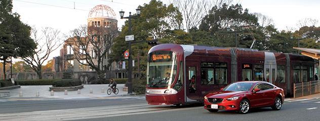 ITS 世界会議東京2013 のポストコングレスツアーの一つとして、東京大学/マツダ/広島電鉄/交通安全環境研究所の4者共同研究体で、世界初の路面電車-自動車間通信+自律安全技術の公道実証実験を実施しました。