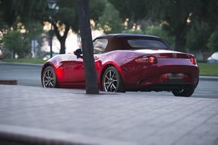 「ロードスター」「ロードスター RF」を商品改良。特別仕様車「Caramel Top(キャラメル・トップ)」を発売