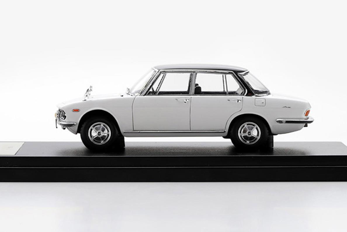 ルーチェSS モデルカー 1/43 100周年限定モデルのサイドビュー