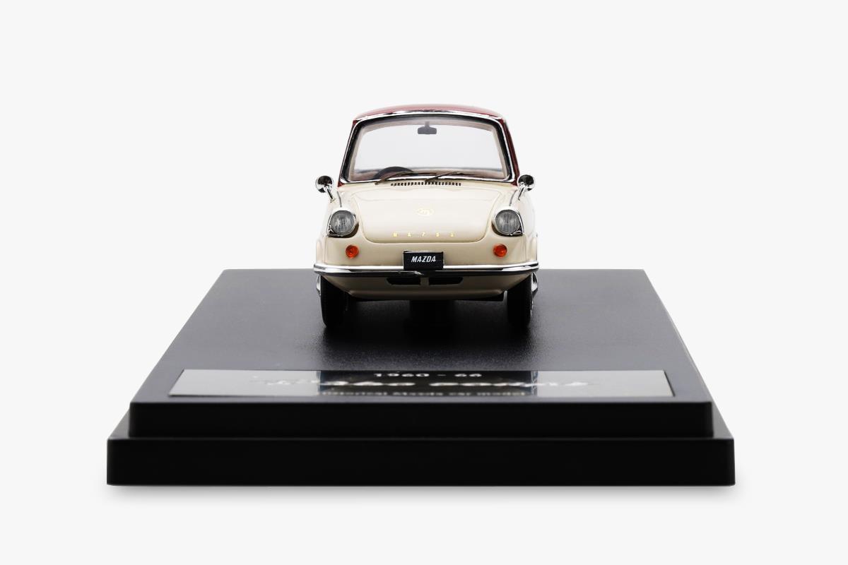 R360 COUPE モデルカー 1/43 100周年限定モデルのフロントビュー