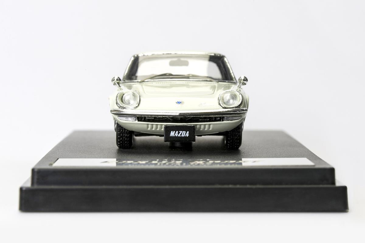 COSMO SPORT モデルカー 1/43 100周年限定モデルのフロントビュー
