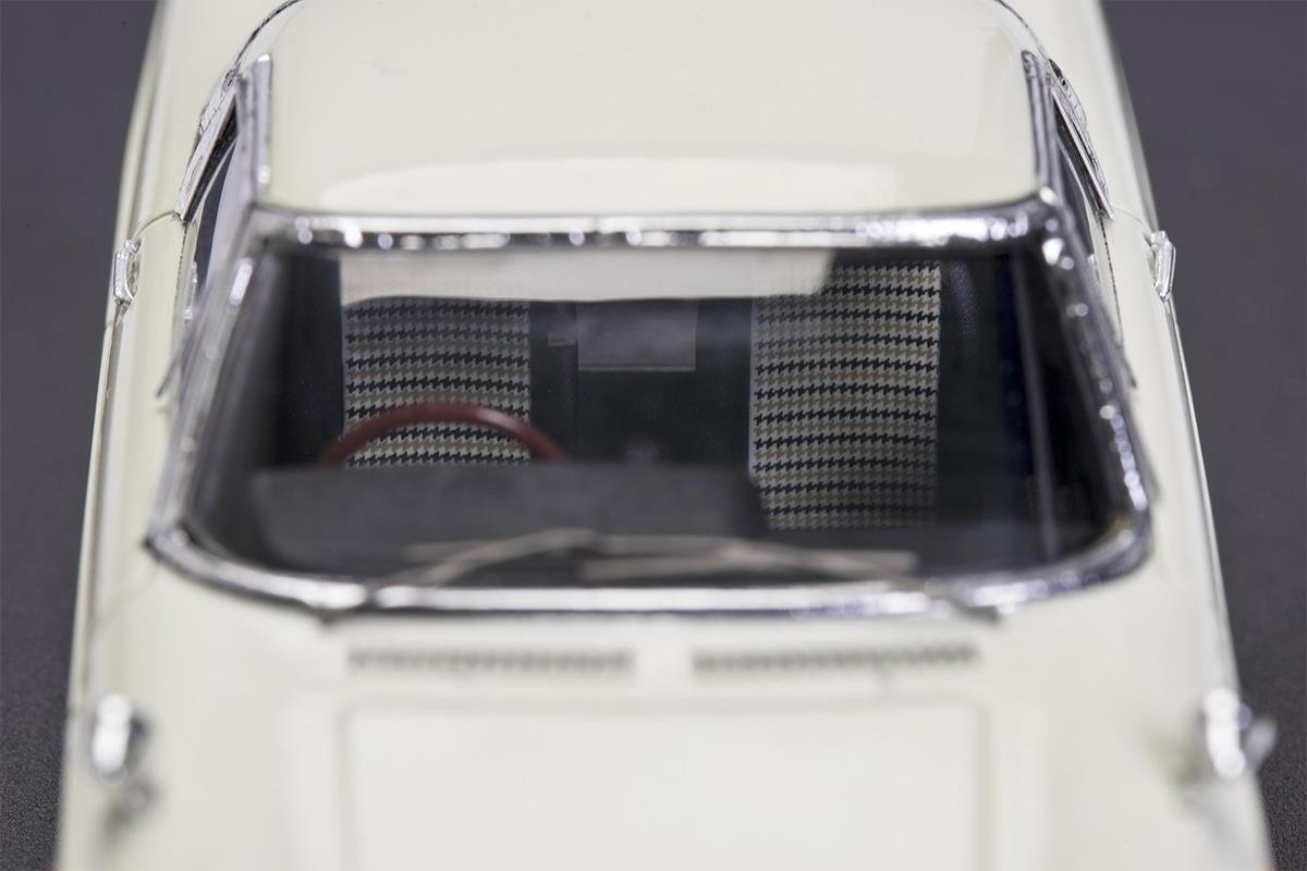 COSMO SPORT モデルカー 1/43 100周年限定モデルの詳細写真