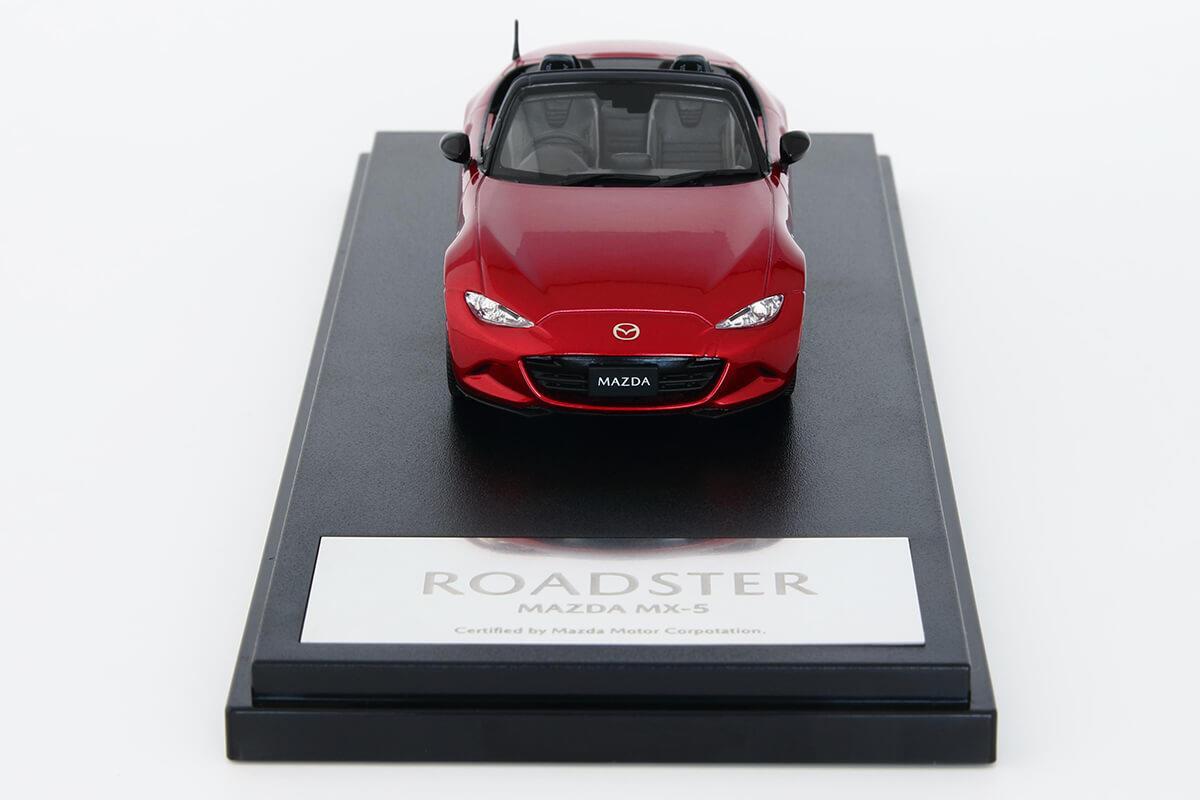 ROADSTER ND モデルカー 1/43 100周年限定モデルのフロントビュー
