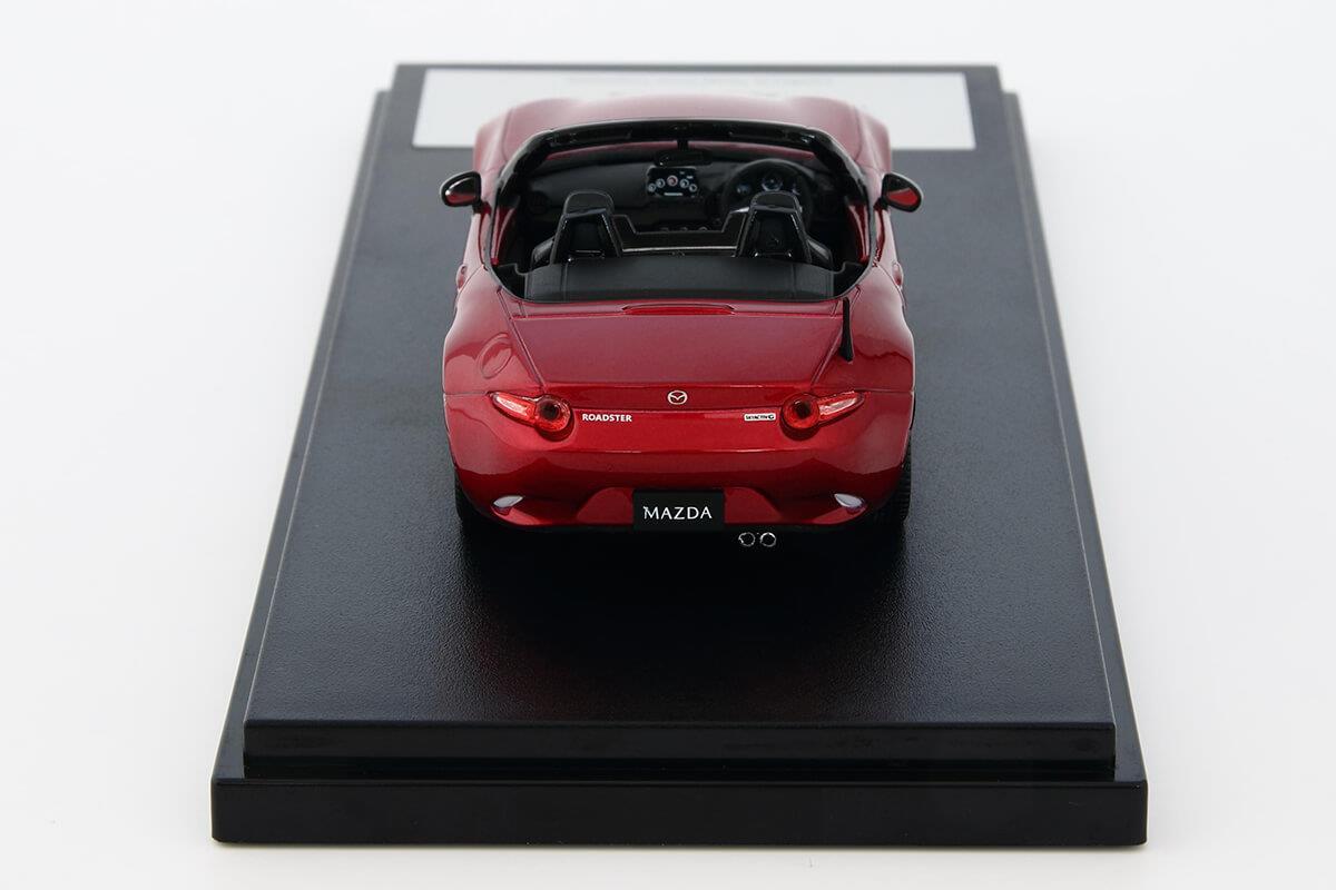 ROADSTER ND モデルカー 1/43 100周年限定モデルのリアビュー