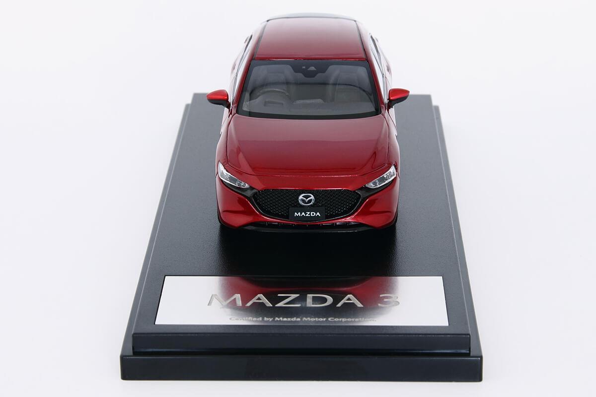 MAZDA3 モデルカー 1/43 100周年限定モデルのフロントビュー