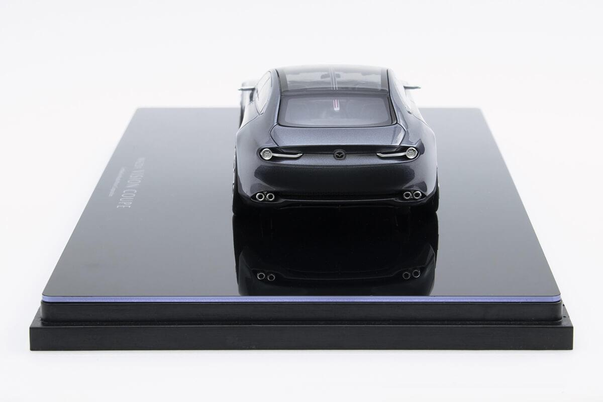 VISION COUPE モデルカー 1/43 100周年限定モデルのリアビュー