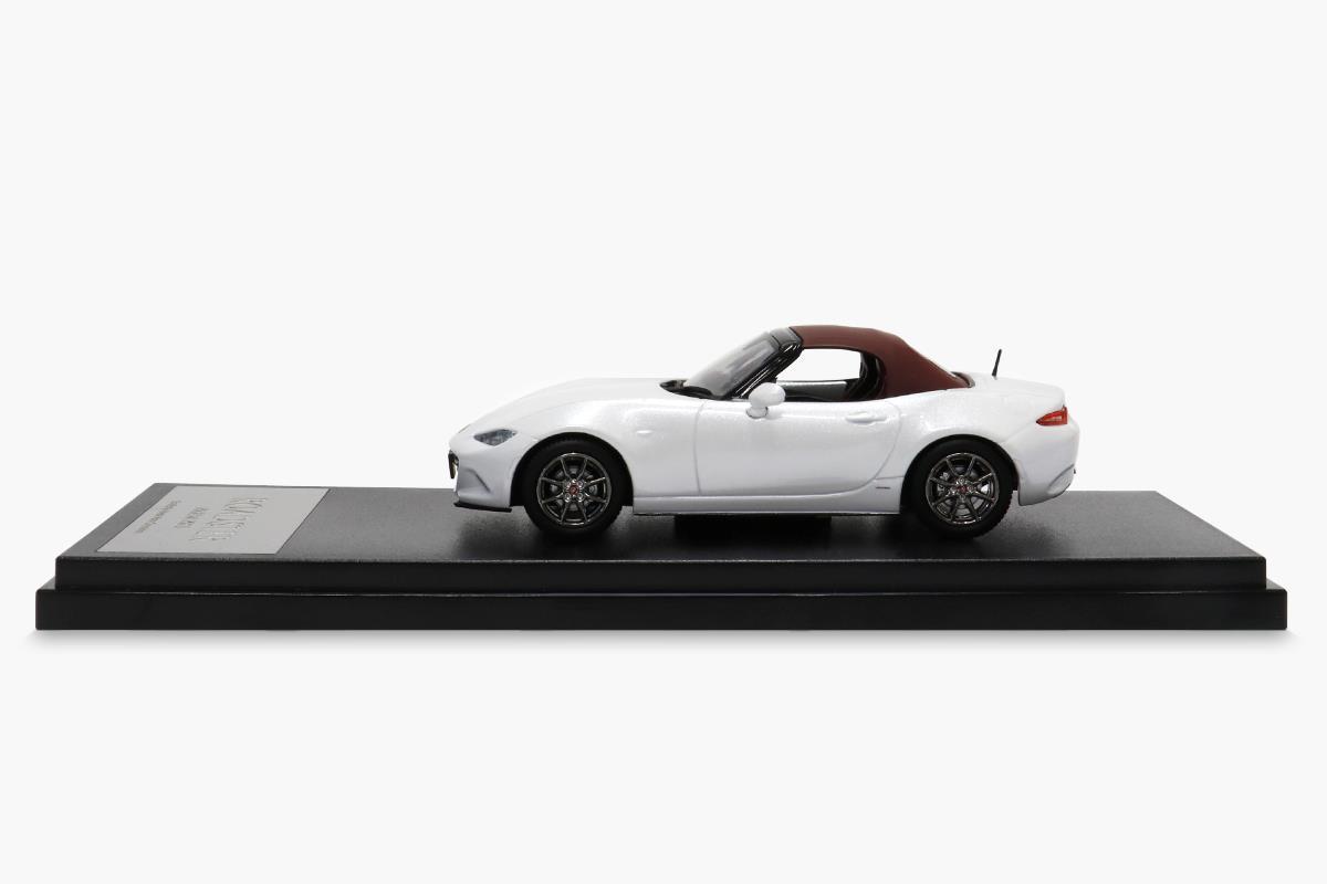 ロードスター100周年特別記念車 モデルカー 1/43 100周年限定モデルのサイドビュー